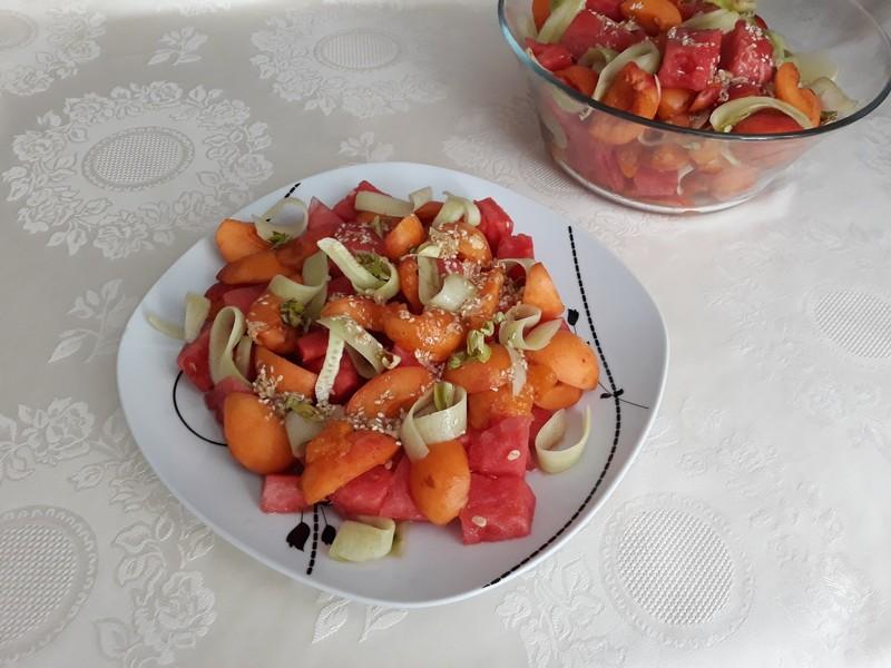 Melounový salát s meruňkami a zázvorovou zálivkou
