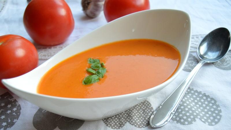 Rychlá rajčatová polévka s bazalkou