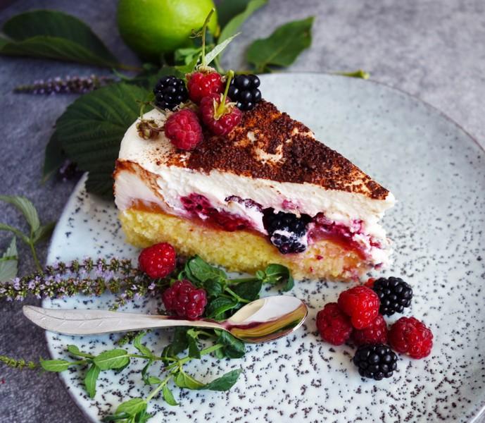 Ovocný dort s lehkým limetkovým krémem