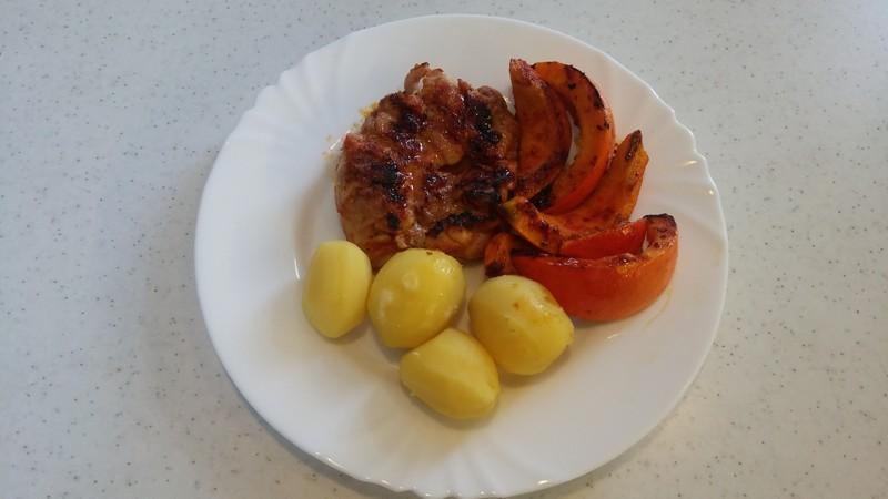 Jemně pikantní grilovaná kuřecí stehna