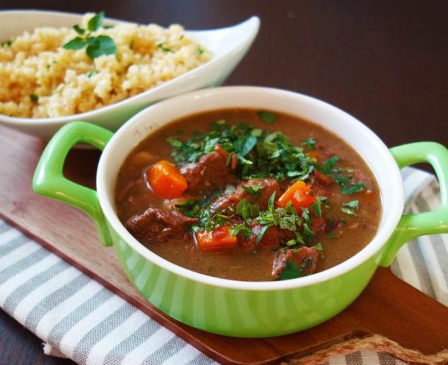 Hovězí maso na bylinkách a kořenové zelenině