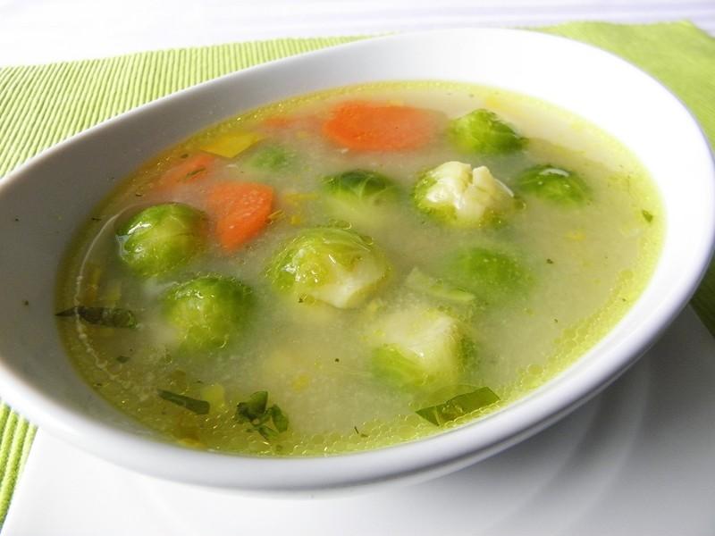 Zeleninová polévka s růžičkovou kapustou