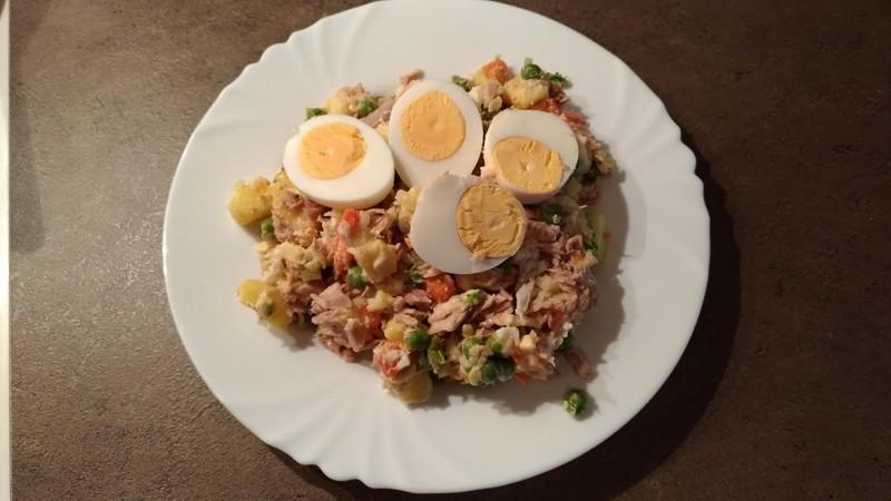 Bramborový salát s tuňákem a vejci