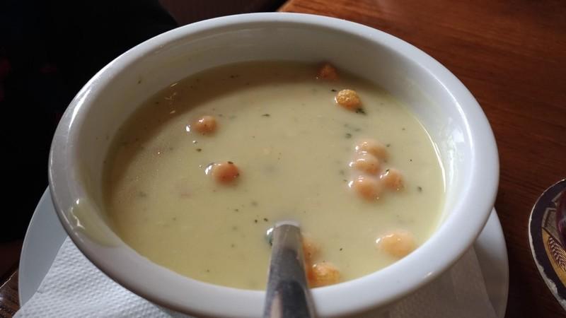 Sýrová krémová polévka s česnekovými krutony