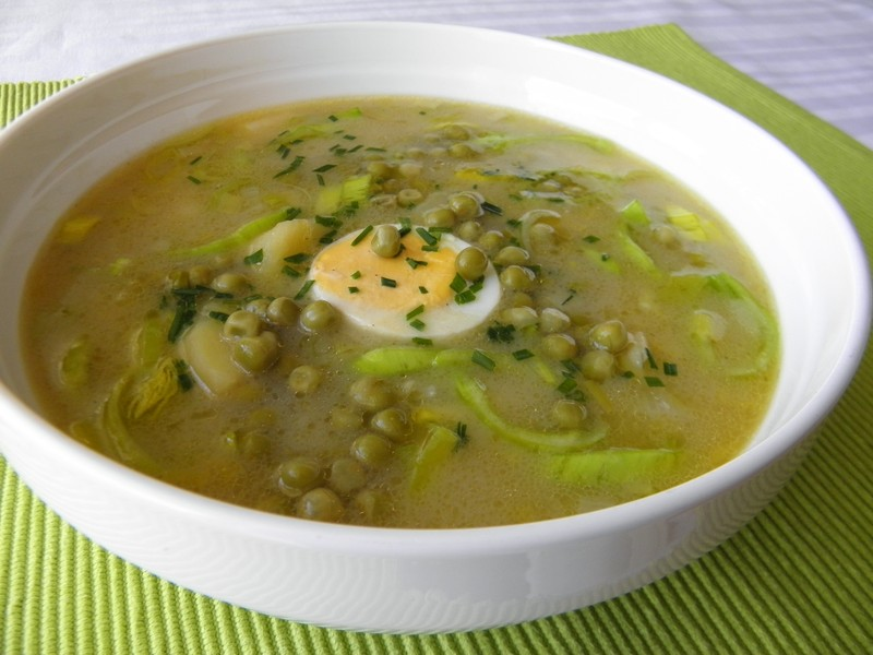 Jarní pórková polévka s hráškem