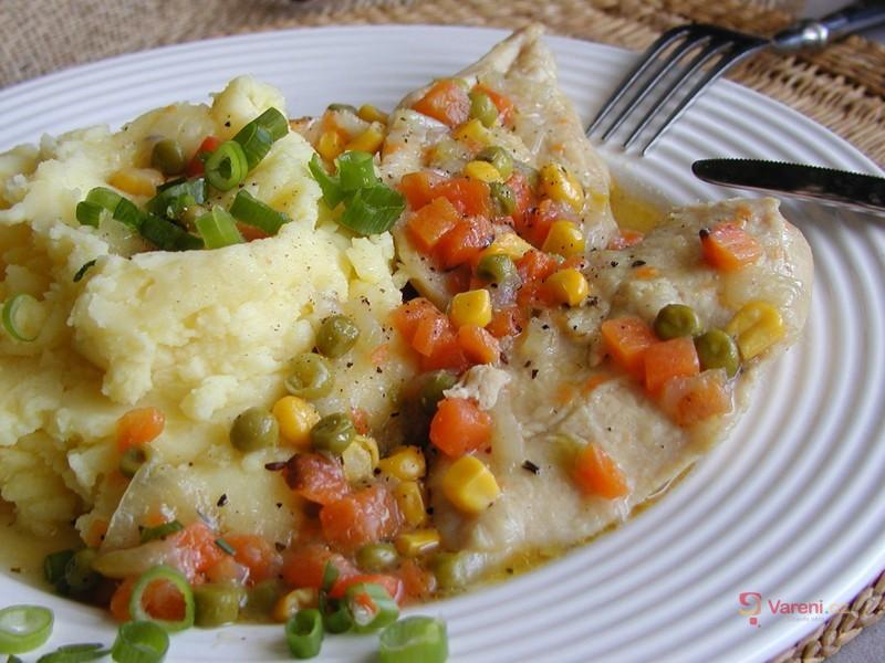 Kuřecí plátky dušené na zelenině