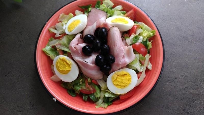 Salát s anglickou slaninou a vejci