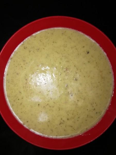Krémová brokolicová polévka mojí tety