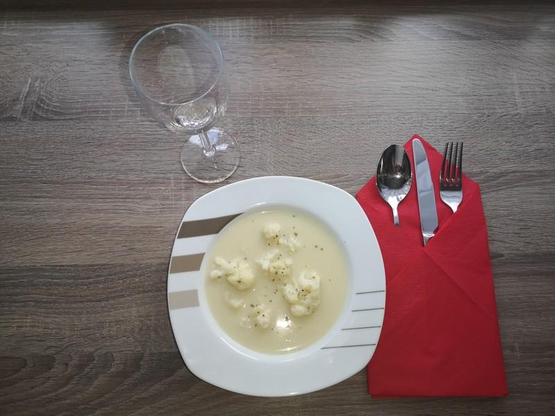 Krémová květáková polévka se smetanou