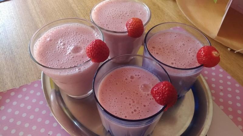 Jahodový milkshake z čerstvých jahod