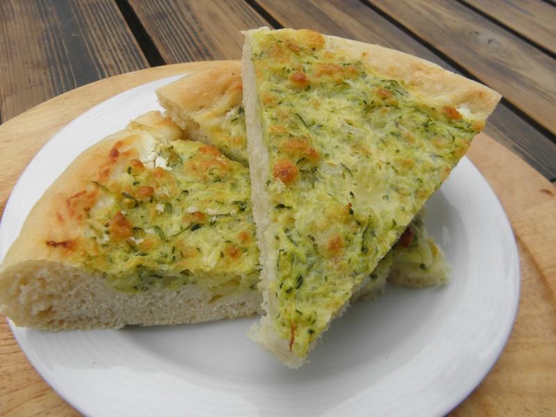 Koláč se sýrovo-cuketovou náplní