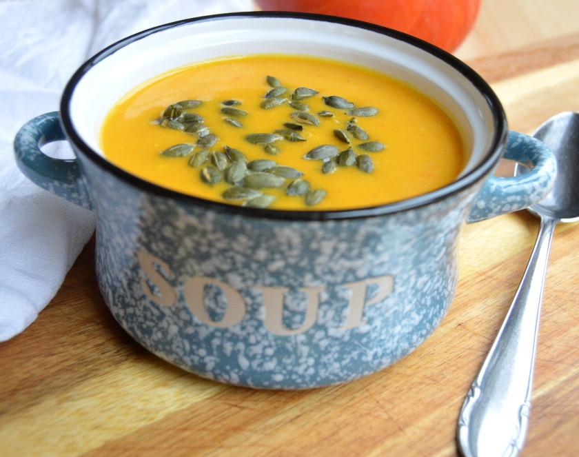 Krémová dýňová polévka s opraženými dýňovými semínky