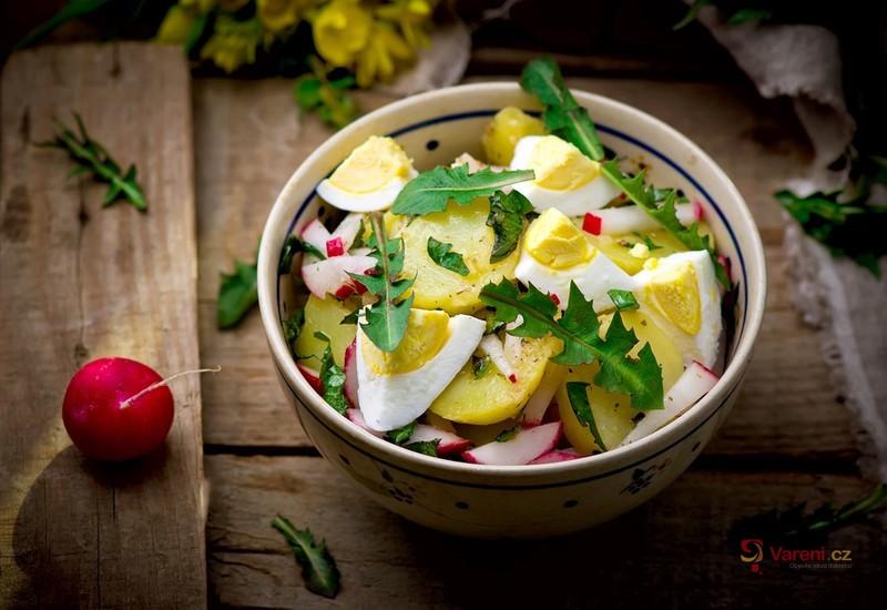 Letní salát s bylinkami