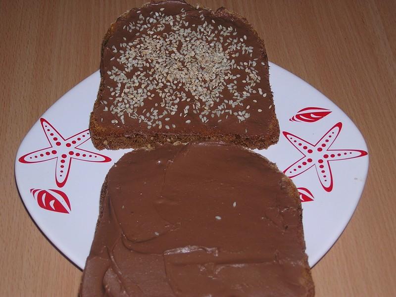 Čokoládový sendvič se sezamem