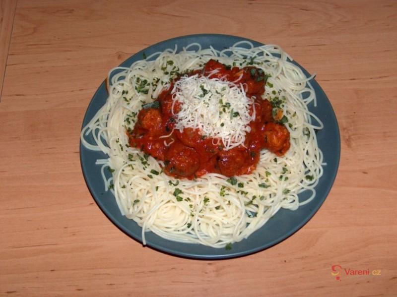 Špagety s kuličkami a omáčkou