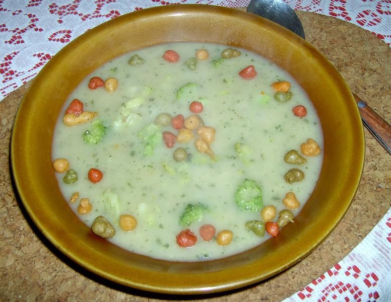 Brokolicová polévka s hráškem