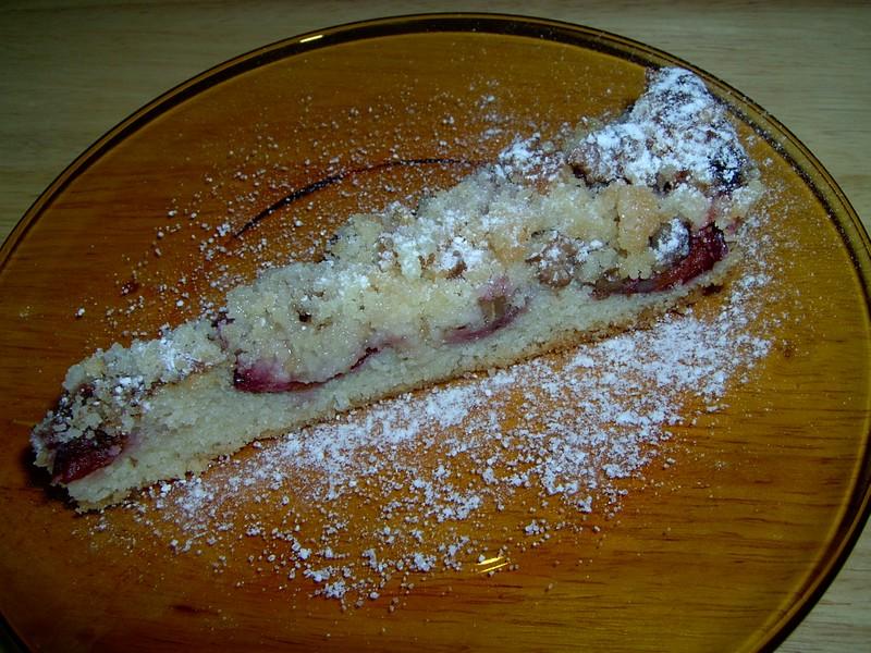Hrníčkový koláč se švestkami a ořechy