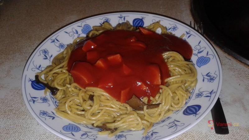 Špagety s kabanosem