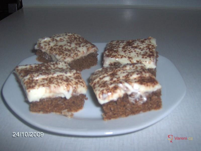 Ořechovo-kakaový piškot s tvarohovým krémem