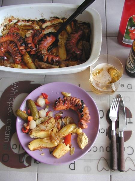 Zapečené párky s brambory a zeleninou