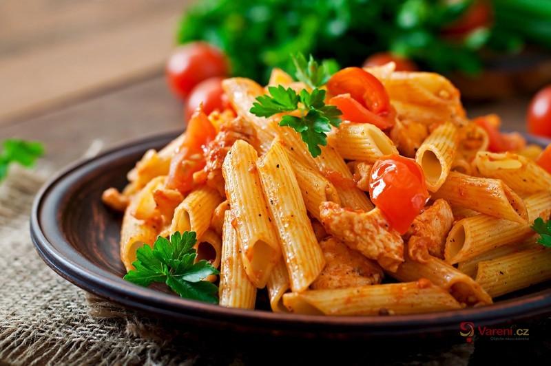 Těstoviny s kuřecí směsí