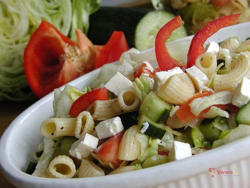 Salát z těstovin s bazalkou