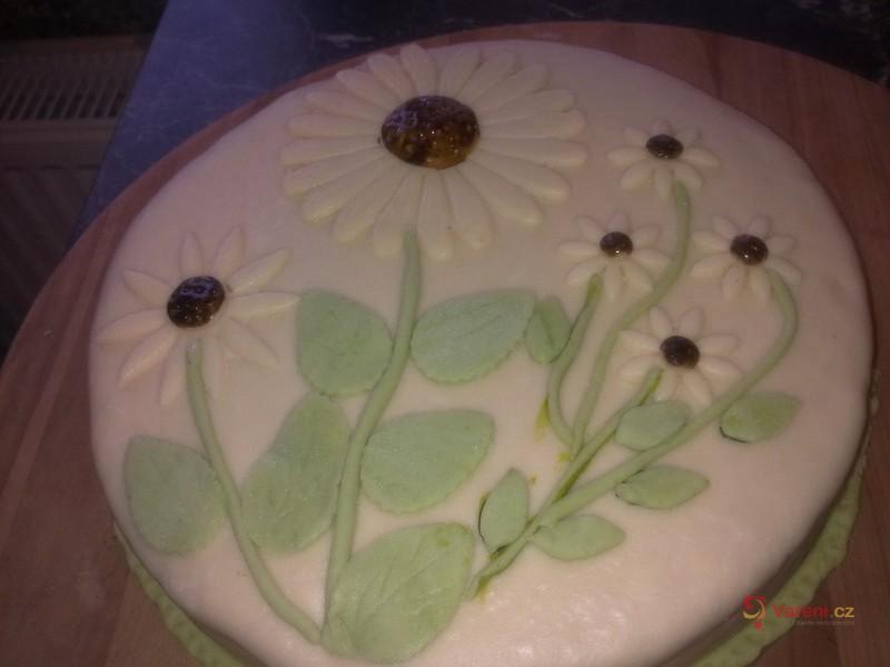 Levný oříškový dort