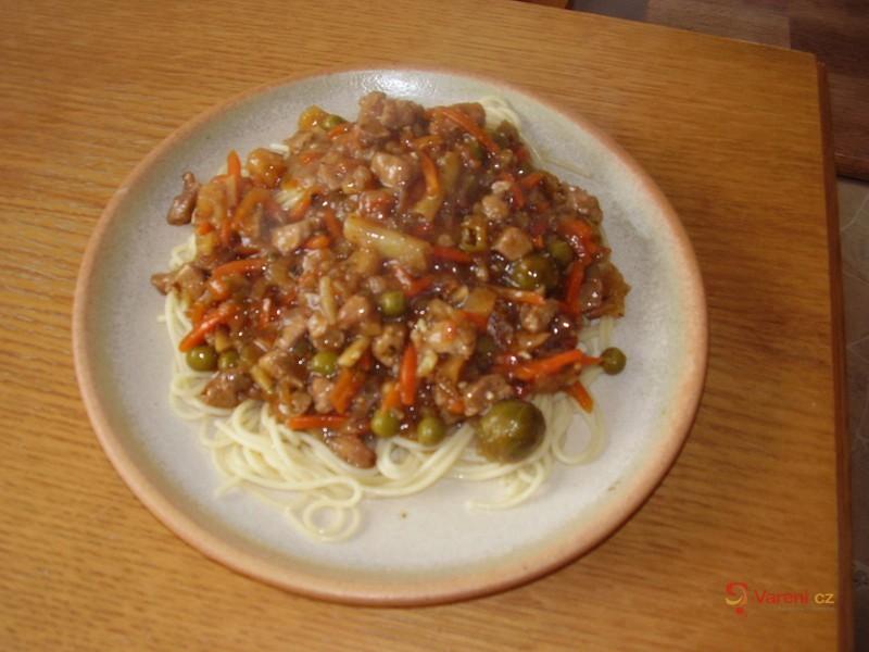 Špagety s vepřovým masem