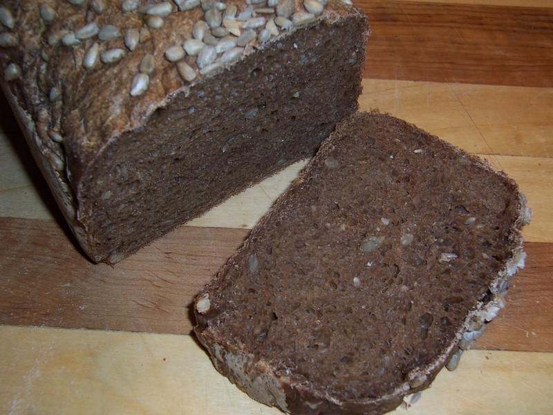 Slunečnicový chléb tmavý pro domácí pekárnu