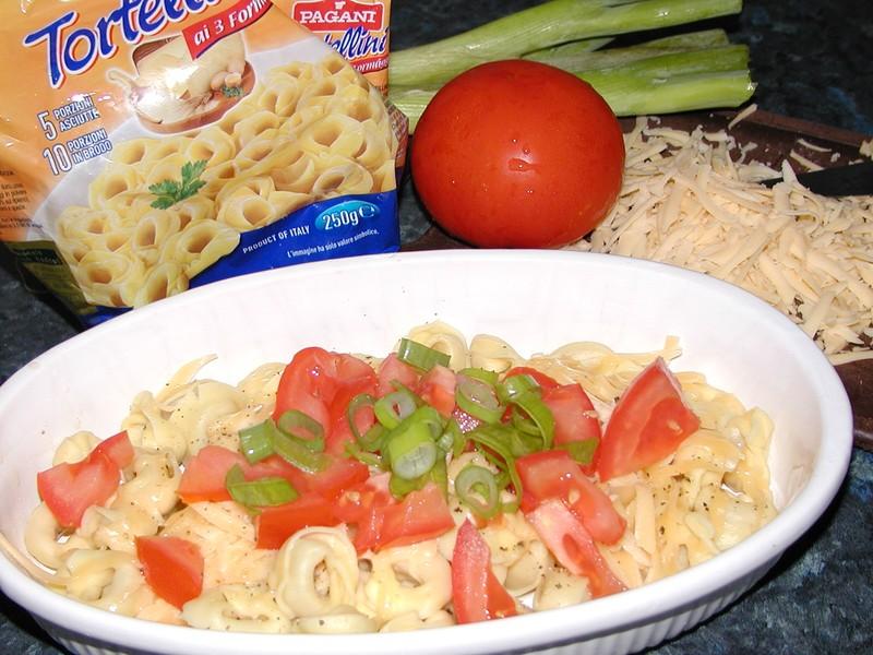 Tortelliny se sýrem a rajčaty