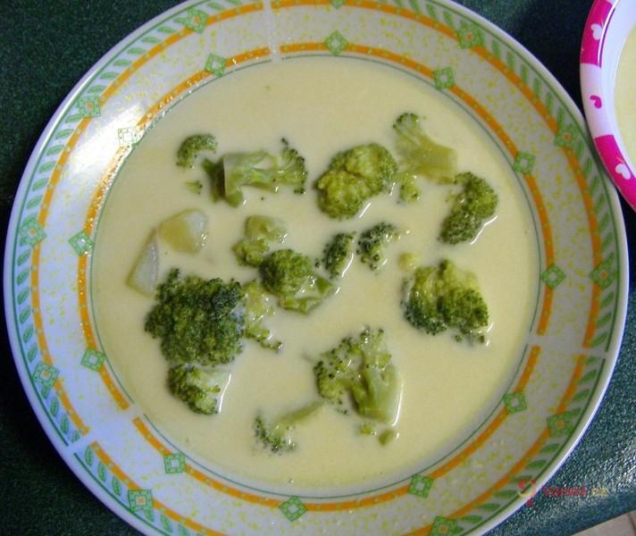 Mléčná brokolicová polévka