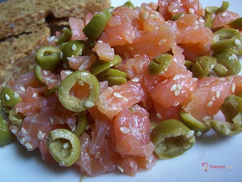 Uzený losos s olivami