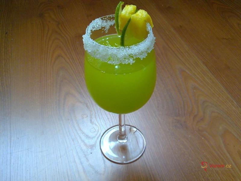 Ananasový zelený koktejl