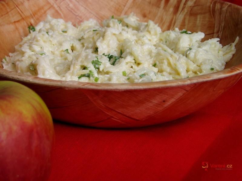 Celerový salát s jablíčkem