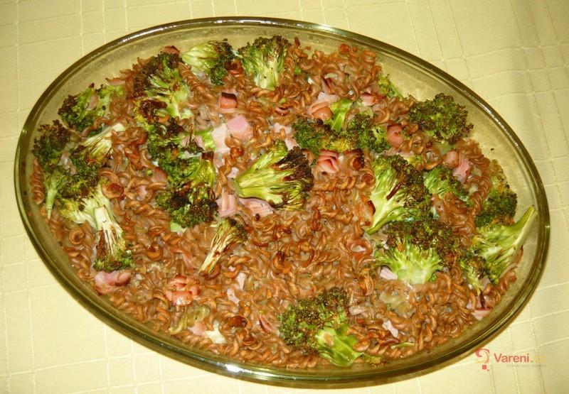 Celozrnné těstoviny zapečené s brokolicí