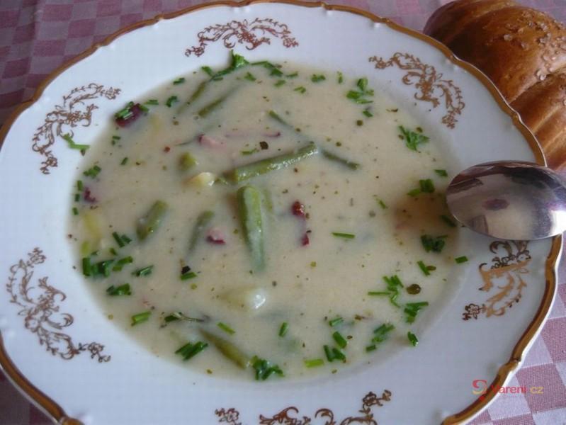 Fazolková polévka s uzeným masem