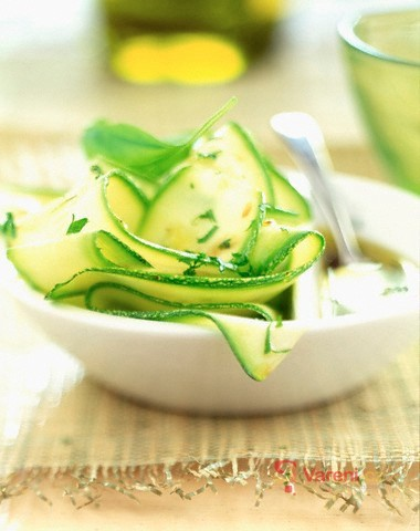 Pikantní cuketový salát