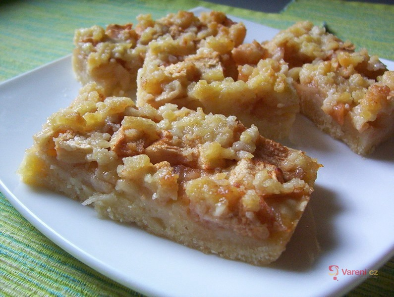 Jablečný šťavnatý koláč