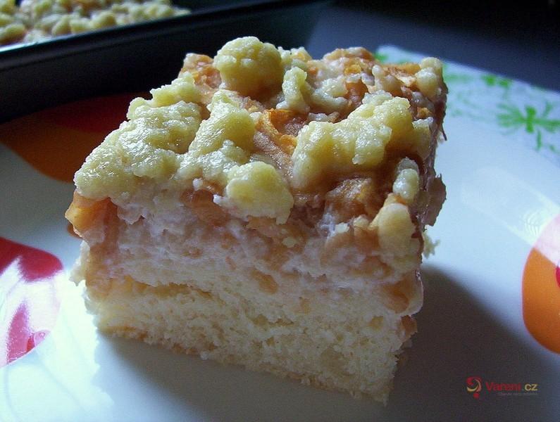 Tvarohovo-jablečný koláč s drobenkou