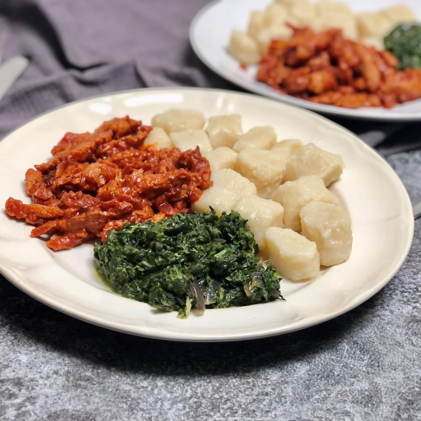 Sojová směs se špenátem a bramborovými noky