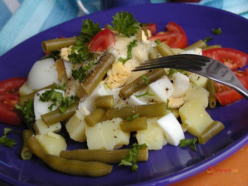 Bramborový salát s fazolkami
