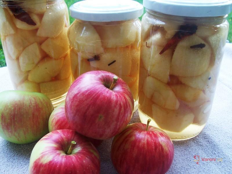 Jablka se skořicí