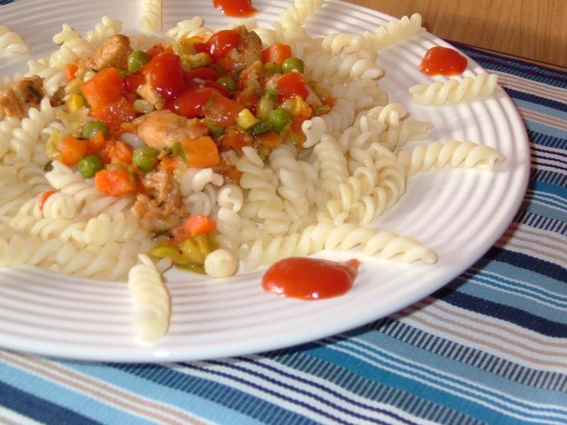 Lehká kuřecí prsíčka se zeleninou
