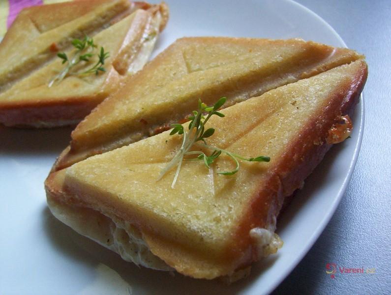 Toasty se sýrovým máslem