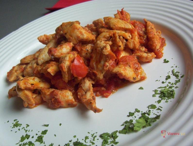 Kuřecí nudličky s rajčaty
