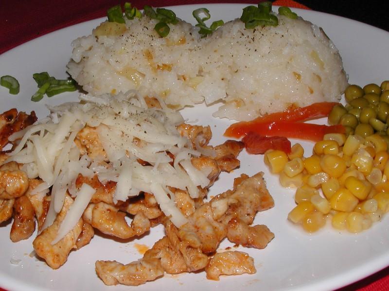 Kuřecí nudličky s cibulkovou rýží