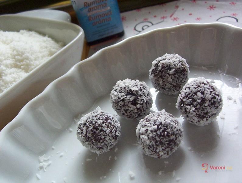 Rumové kuličky v kokosu