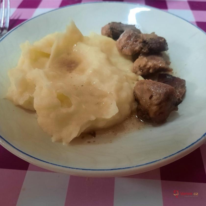Vepřové výpečky na kmíně s bramborovou kaší
