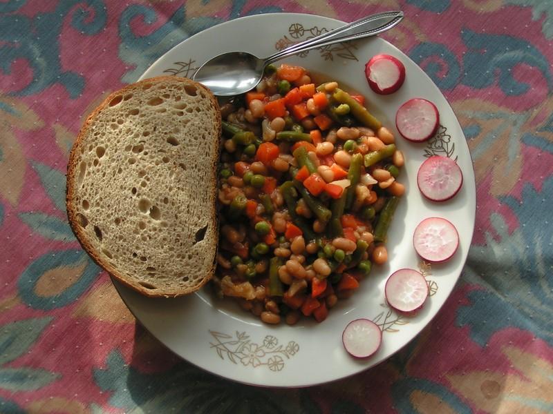 Bílé fazole v chilli omáčce se zeleninou