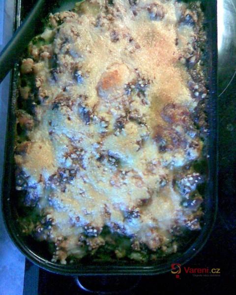 Zapečené těstoviny s kuřecím masem a špenátem
